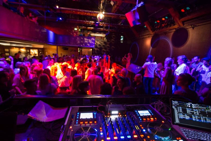 DJ to rozwiazanie zarowno na impreze jak i wesele